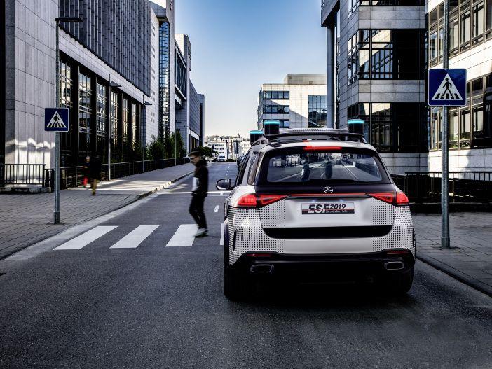 Automatisiertes Fahren: Dieser Mercedes kommuniziert mit anderen Verkehrsteilnehmern