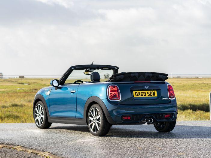 Fit für den Saisonstart: Das neue Mini Cabrio Sidewalk