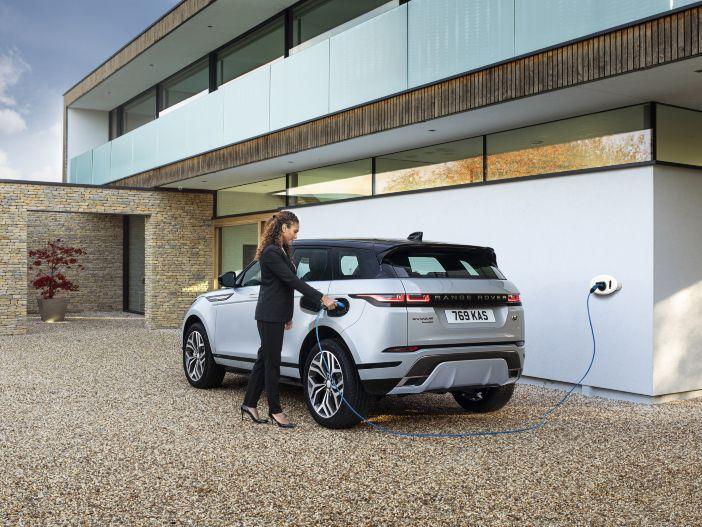 Auto Leasing - Hohe Reichweite im Elektro-Modus: Die neuen Plug-in-Hybrid-Versionen des Land Rover Discovery Sport und des Range Rover Evoque