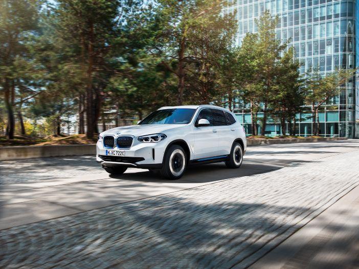 Elektro-SUV mit viel Sportsgeist: Der neue BMW iX3