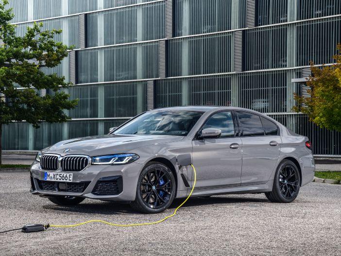 Auto Leasing - Dynamische Plug-in-Hybrid-Limousine: Der neue BMW 545e xDrive