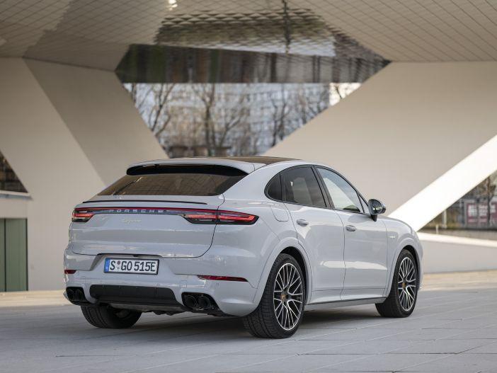 Auto Leasing - Weiter elektrisch fahren: Porsche aktualisiert die Cayenne Hybrid Modelle