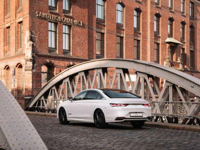 Auto Leasing - Elegante Limousine mit Fließheck: Der neue DS Automobiles DS 9