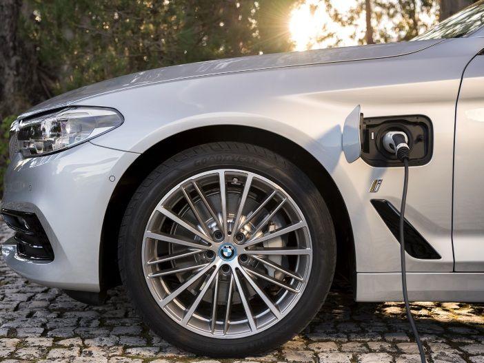 Hybrid-Limousine: Marktstart für den neuen BMW 530e iPerformance