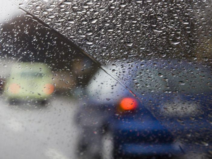 Damit Ihr Wagen nicht zum Biotop wird: Was kann man gegen Feuchtigkeit im Auto tun?