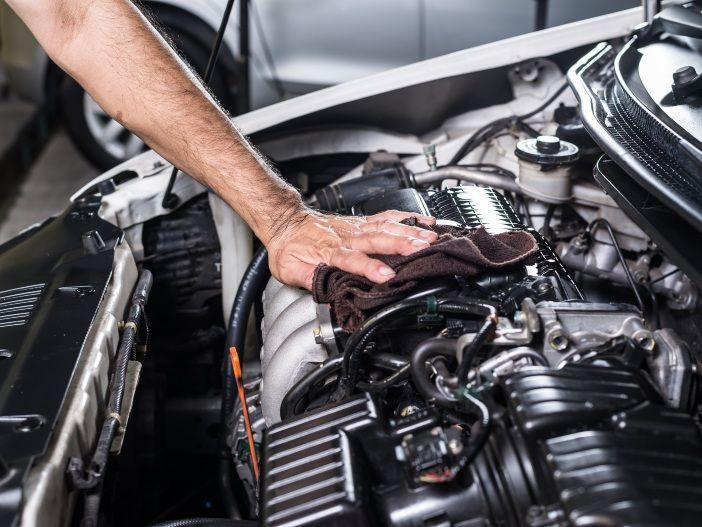 Mythos Motorwäsche: Lohnt sie sich wirklich?