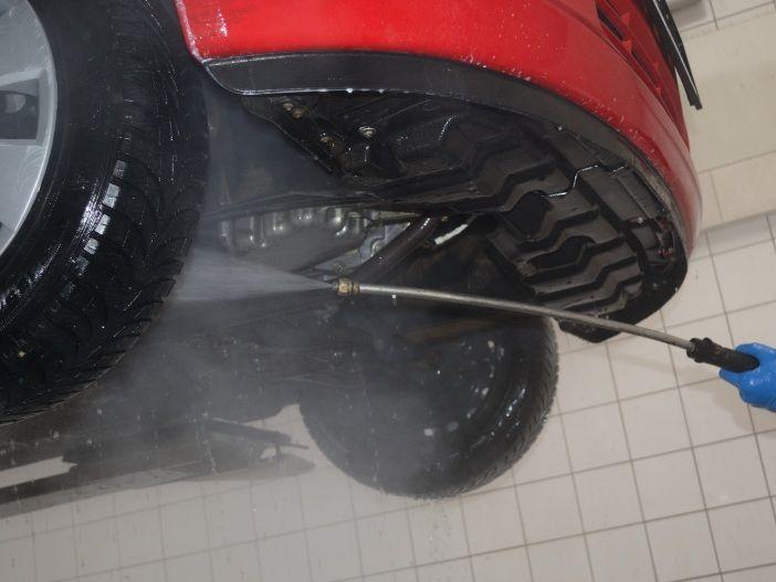 Das Auto untenrum frisch machen: Die Unterbodenwäsche