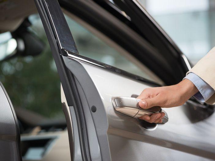 Die Pflege der Gummidichtungen am Auto