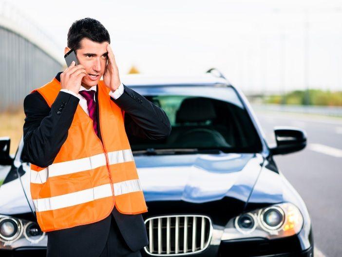 Besser gesehen werden: Darum sollten Sie eine Warnweste im Auto haben
