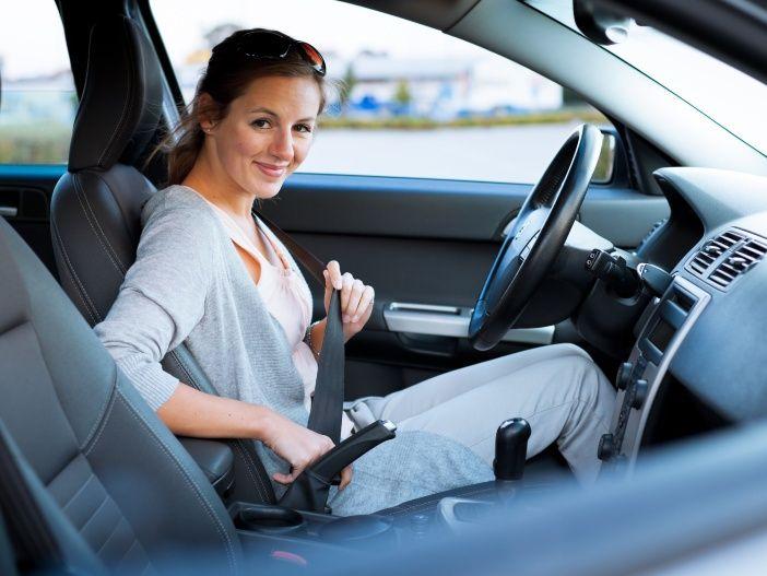 Das Auto sicher im Griff: So stellen Sie den Fahrersitz optimal ein