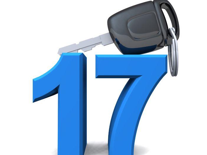 Mit 17 hinters Lenkrad: Die Besonderheiten beim Führerschein mit 17