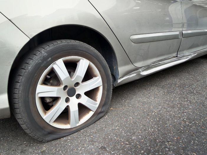 Das richtige Verhalten bei einem Reifenplatzer
