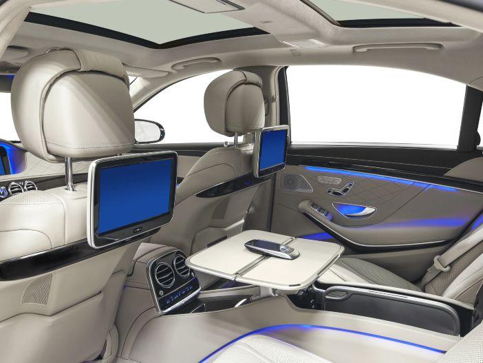 TV im Auto schauen? So funktioniert es und das ist erlaubt