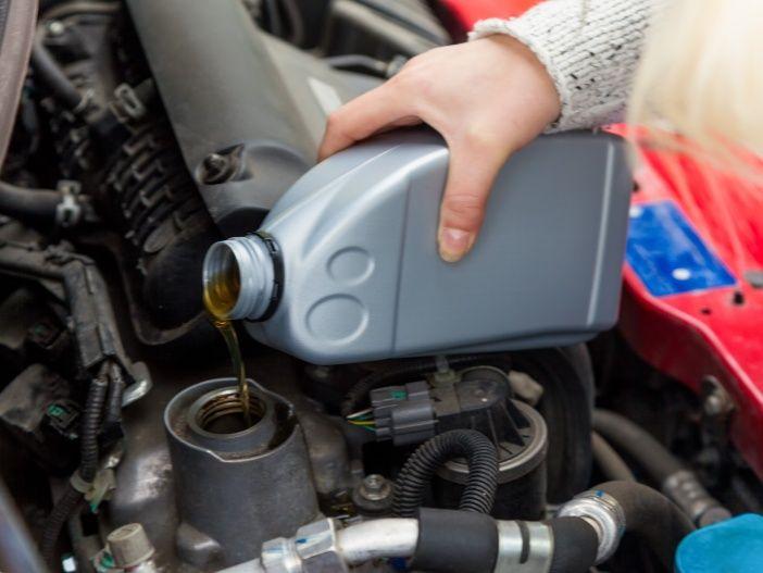 Warum Autos nicht nur Kraftstoff, sondern (meist) auch Öl verbrauchen
