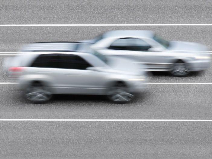 So überholen Sie richtig auf der Autobahn