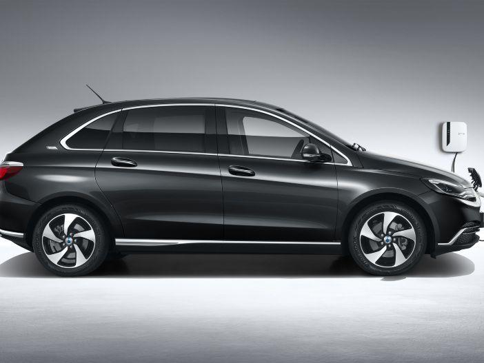 Daimler elektrisiert China: Der neue DENZA 500