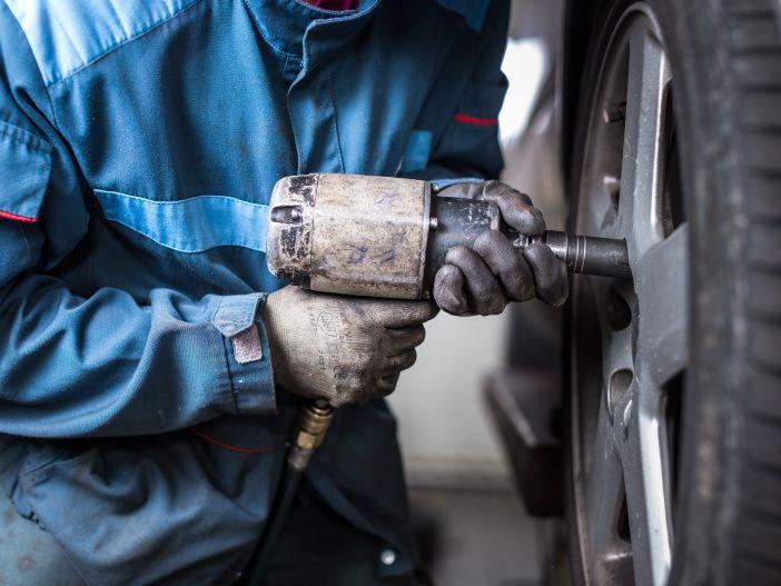 Beim Reifenwechsel die Reifen untereinander tauschen - lohnt sich das?