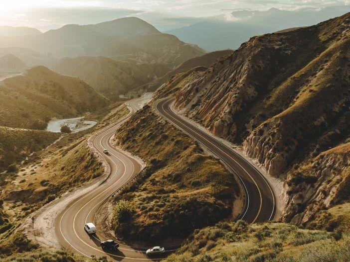 Auf Kurs bleiben: Eine Alpenüberquerung mit dem PKW