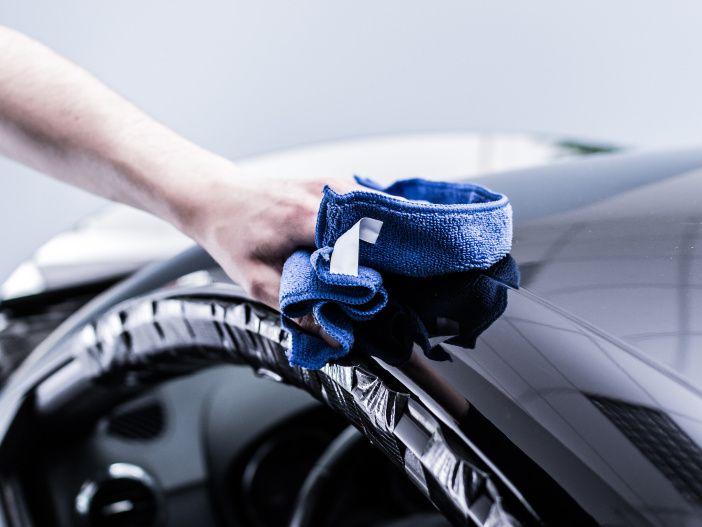 Der Autopflege-Kalender: Was Autofahrer regelmäßig tun sollten