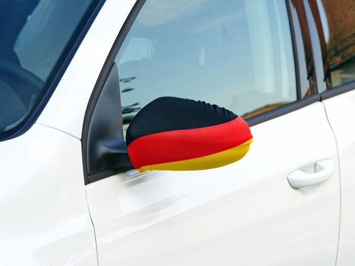 Bunt dekoriert, aber sicher: Fanartikel für das Auto rund um die WM
