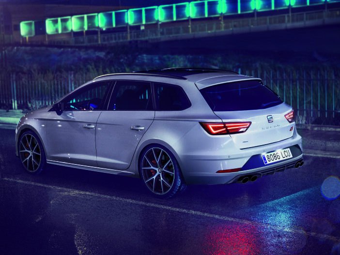 Feuriger Kompakt-Kombi mit edlem Look: Der neue Seat Leon ST CUPRA 300 Carbon Edition