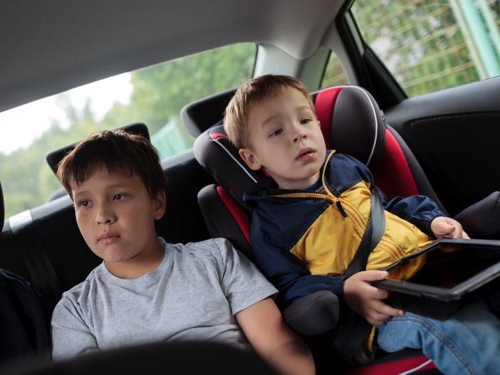 Mit Kindern unterwegs: Tipps für lange Autofahrten