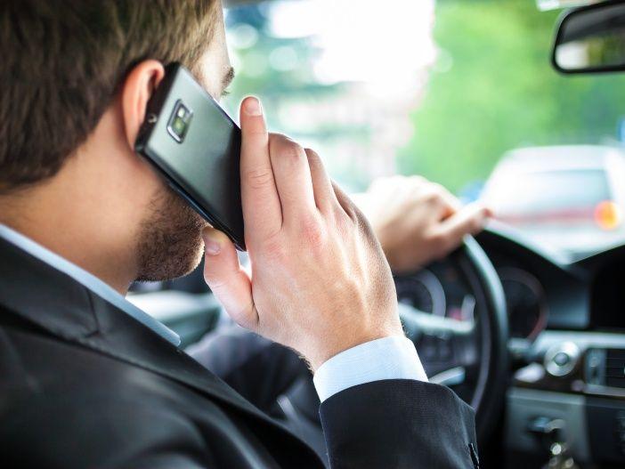 Telefonieren im Auto: Darauf müssen Sie achten