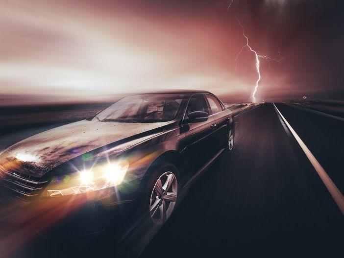 Blitz und Donner: Autofahren bei Gewitter