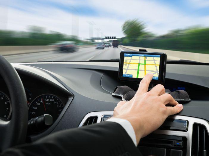 Auto Leasing - Nicht ablenken lassen: Gefahren durch Navi & Co.
