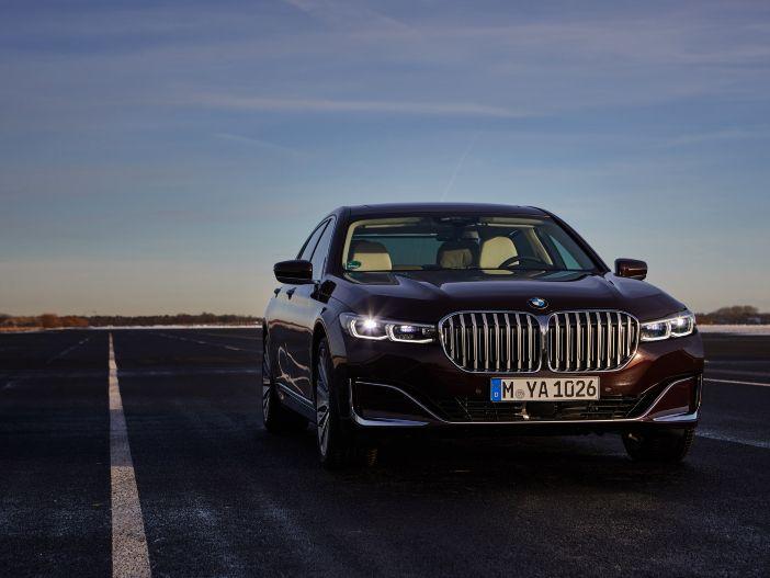 Luxus-Liner mit zwei Herzen: Der neue BMW 745e Plug-in-Hybrid